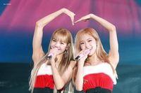 Rosé và Lisa của Black Pink dẫn đầu danh sách sao Hàn có gia thế ấn tượng