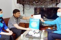 Chủ tịch Tổng Liên đoàn Lao động Việt Nam Nguyễn Đình Khang thăm công nhân bị tai nạn lao động