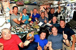 Bữa ăn của phi hành gia trên Trạm Vũ trụ Quốc tế