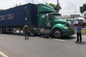 Bình Dương: Xe container cán chết một nữ sinh năm cuối đại học