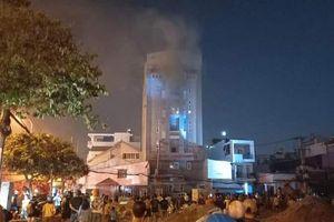 Cháy chung cư Sài Gòn lúc nửa đêm, 24 người mắc kẹt hoảng loạn kêu cứu