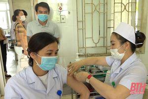 Quảng Xương thực hiện tiêm phòng vắc - xin gắn với đẩy mạnh công tác phòng, chống dịch, bệnh COVID-19