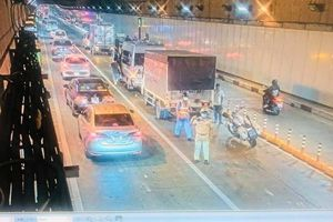 4 ô tô đâm nhau trong hầm vượt sông Sài Gòn, xe cộ ùn ứ gần 1 giờ