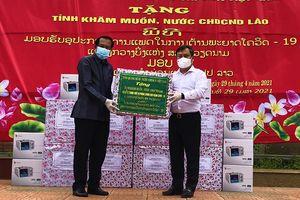 Quảng Bình tặng thiết bị phòng, chống dịch cho tỉnh Khăm Muộn (Lào)