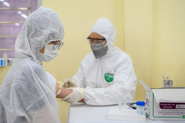 Người tái dương tính với SARS-CoV-2 sẽ được cách ly tại nhà