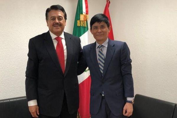 Đại sứ Nguyễn Hoành Năm chào xã giao Chủ tịch Ủy ban Đối ngoại Hạ viện Mexico