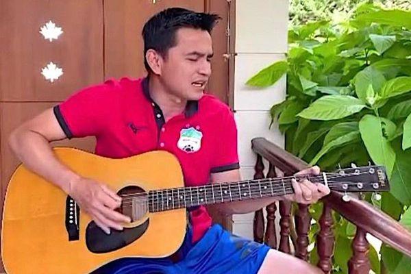 Kiatisuk hát 'Như có Bác trong ngày vui đại thắng'