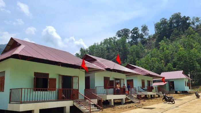 Người dân vùng sạt lở Trà Leng có nhà mới