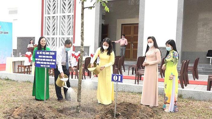 Phó Chủ tịch nước dự lễ trồng cây và khánh thành cầu Nguyễn Thái Học
