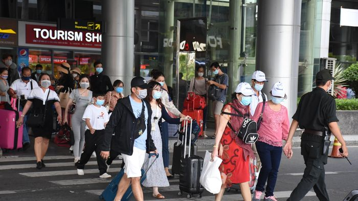 Người dân tấp nập về quê, bến xe, ga tàu, sân bay Đà Nẵng chật kín