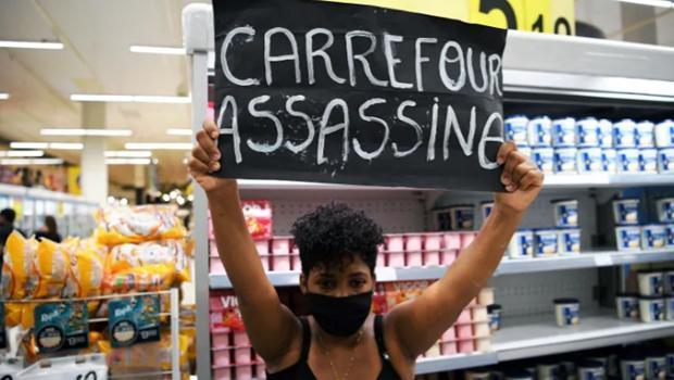 Brazil: Hơn 1.000 người tấn công đập phá siêu thị Carrefour Ảnh 1