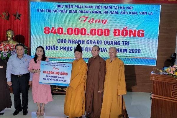 Thượng tọa Thích Thanh Quyết trao 2 tỷ đồng ủng hộ đồng bào miền Trung Ảnh 1