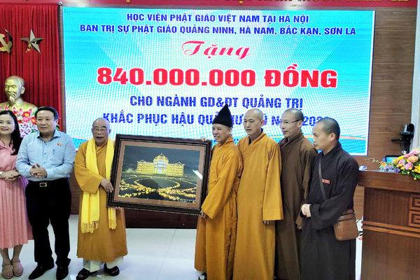 Thượng tọa Thích Thanh Quyết trao 2 tỷ đồng ủng hộ đồng bào miền Trung Ảnh 2
