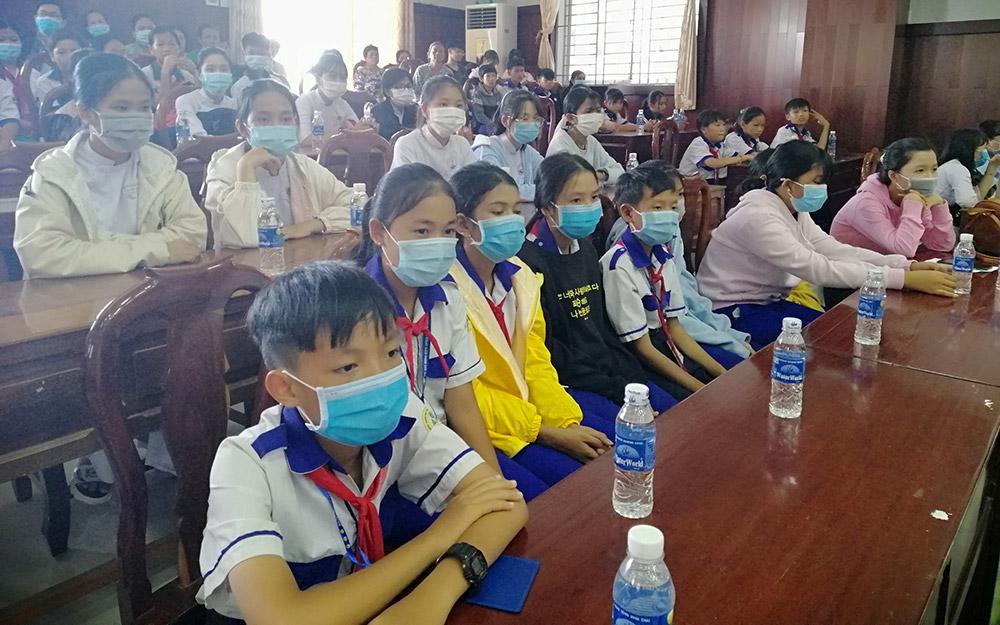 Trao học bổng Xổ số kiến thiết An Giang cho học sinh huyện Tịnh Biên Ảnh 2