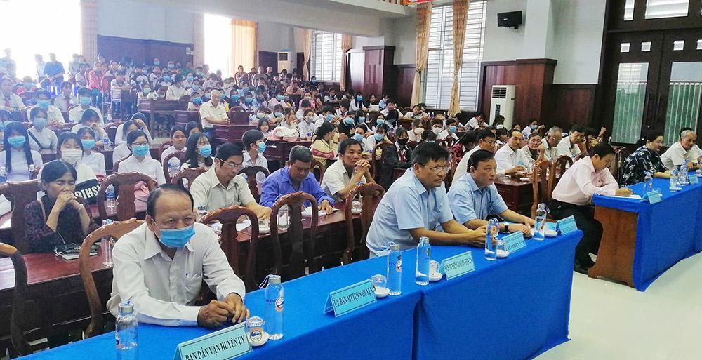 Trao học bổng Xổ số kiến thiết An Giang cho học sinh huyện Tịnh Biên Ảnh 1