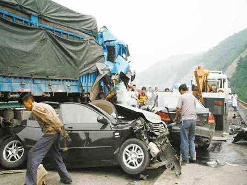 43 ô-tô đâm liên hoàn làm bốn người chết tại Thiểm Tây (Trung Quốc) Ảnh 1