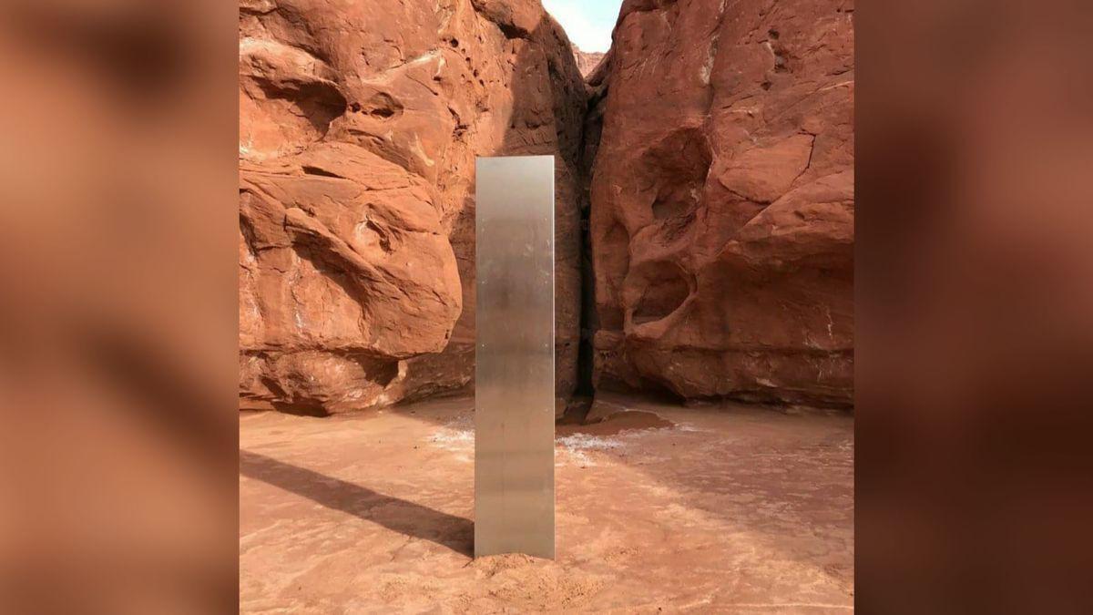 Phát hiện khối kim loại bí ẩn trong hoang mạc nước Mỹ Ảnh 1