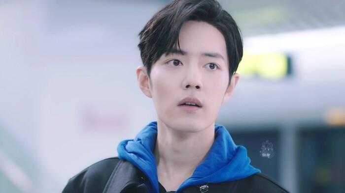 Nhân viên của ekip phim 'Vương bài' mắng fan cuồng, Tiêu Chiến thấy fan liền trốn đi mất? Ảnh 7