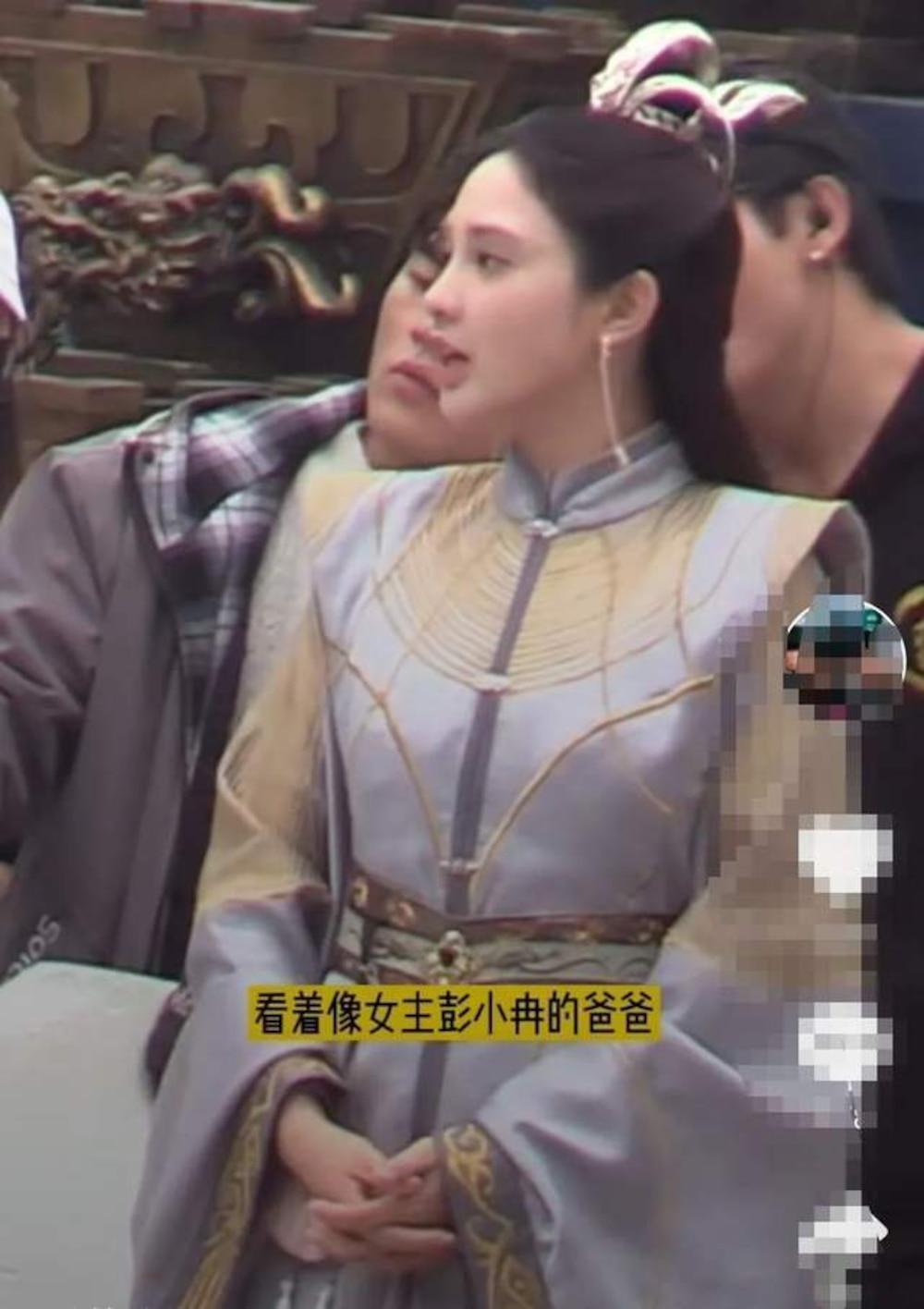 Kết hôn xong có nhiều thay đổi: Phùng Thiệu Phong trông như cha của nữ chính trong loạt ảnh hậu trường Ảnh 5