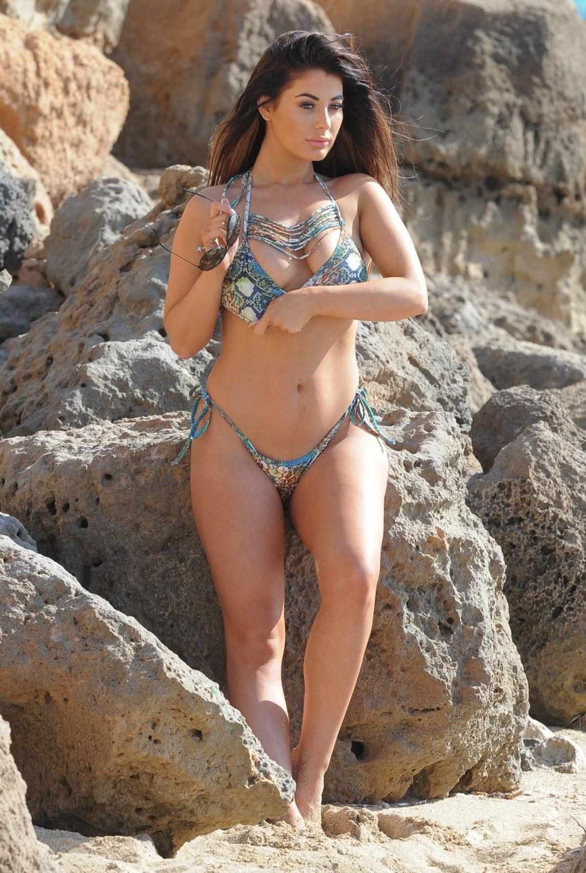 Jessica Hayes khoe tối đa hình thể nảy nở với bikini bé xíu ở biển Ảnh 6
