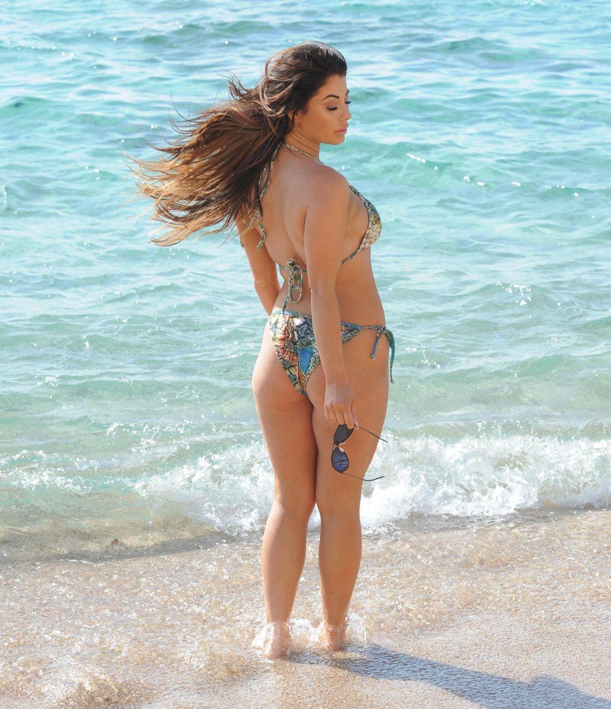 Jessica Hayes khoe tối đa hình thể nảy nở với bikini bé xíu ở biển Ảnh 4