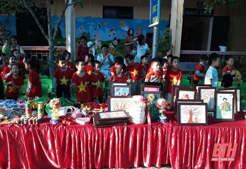 Trường Mầm non thực hành Hồng Đức tổ chức chương trình Hướng về miền Trung yêu thương Ảnh 3