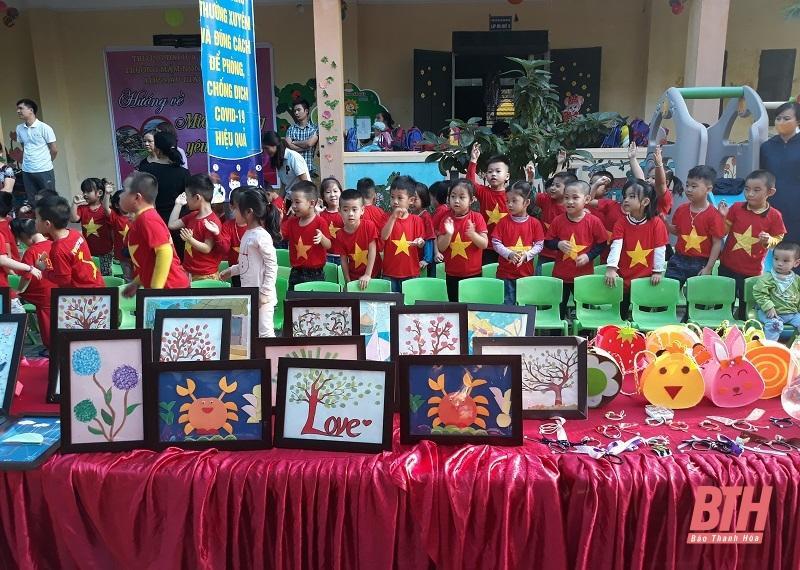 Trường Mầm non thực hành Hồng Đức tổ chức chương trình Hướng về miền Trung yêu thương Ảnh 2