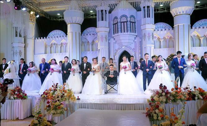 Xúc động Lễ cưới tập thể của 19 cặp đôi công nhân Ảnh 1