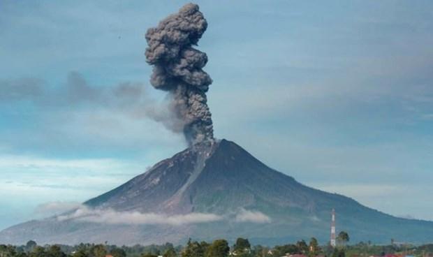 Indonesia: Núi lửa Ili Lewotolok thức giấc, phun tro bụi cao tới 4 km Ảnh 1