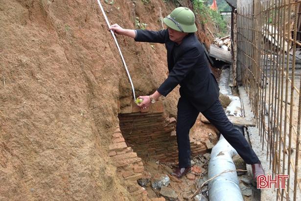 Thi công kênh tiêu nước, phát hiện ngôi mộ cổ khoảng 2.000 năm tuổi Ảnh 3