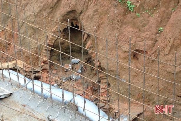Thi công kênh tiêu nước, phát hiện ngôi mộ cổ khoảng 2.000 năm tuổi Ảnh 2