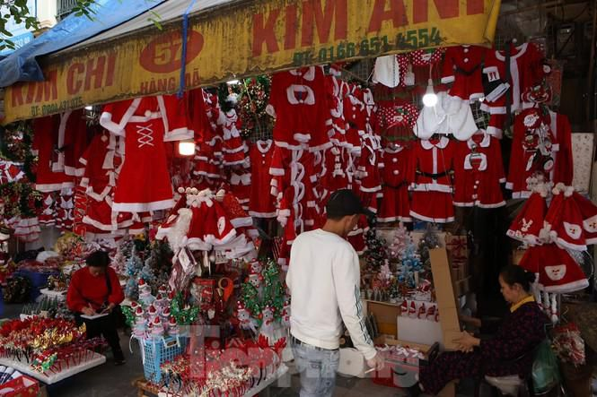 Giới trẻ lên phố Hàng Mã chụp ảnh Giáng sinh Ảnh 8
