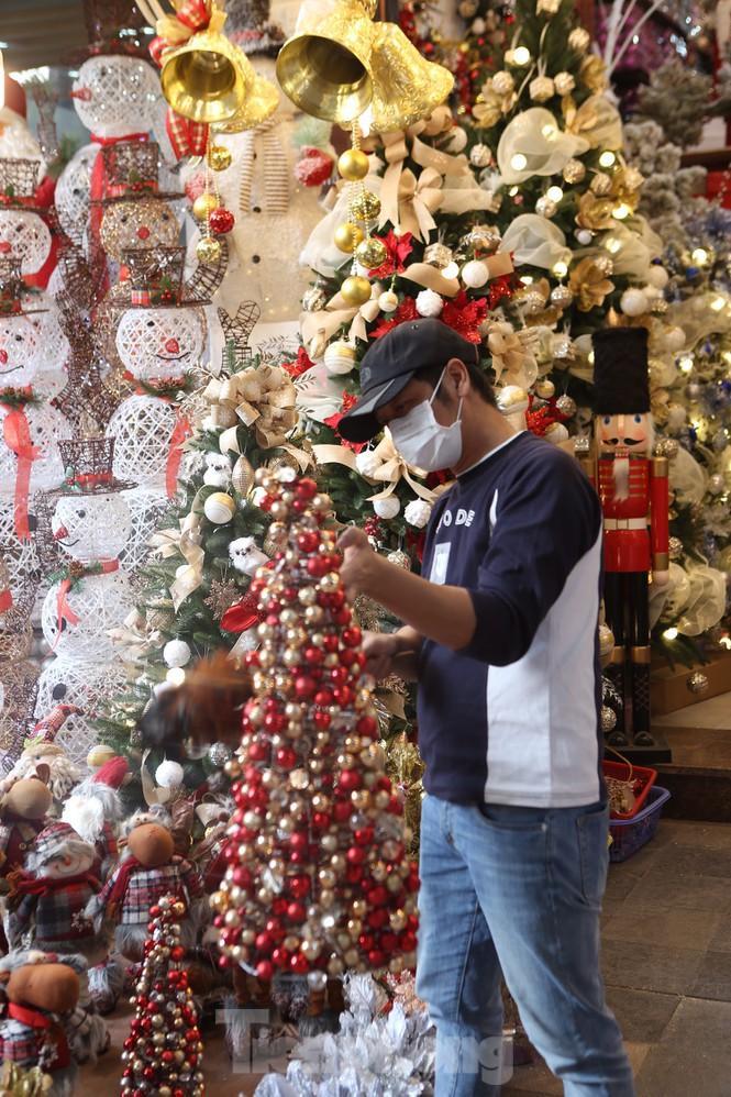 Giới trẻ lên phố Hàng Mã chụp ảnh Giáng sinh Ảnh 11