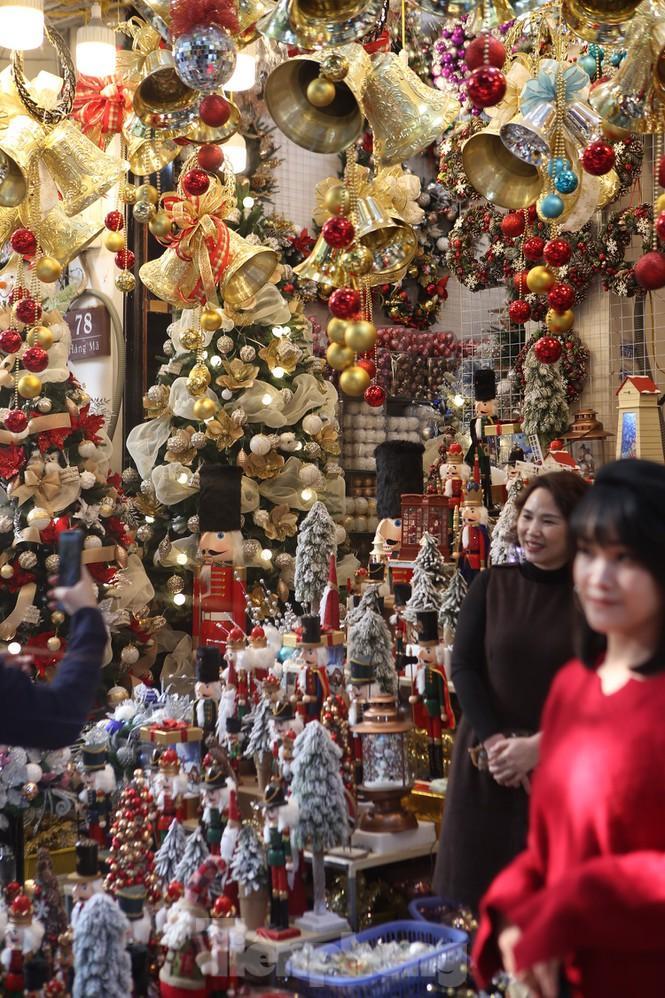Giới trẻ lên phố Hàng Mã chụp ảnh Giáng sinh Ảnh 10