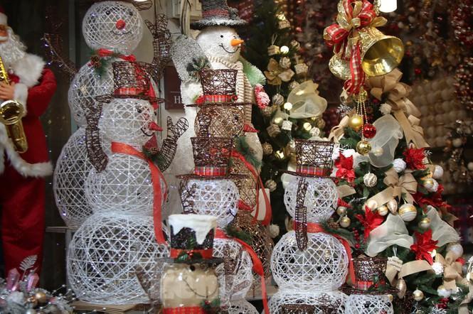 Giới trẻ lên phố Hàng Mã chụp ảnh Giáng sinh Ảnh 12