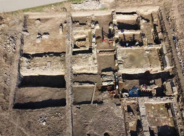Pháo đài châu báu đột ngột xuất hiện dưới ruộng bắp Ảnh 2