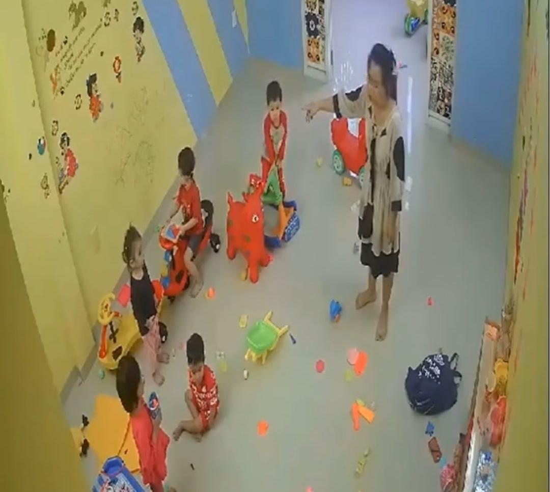 Clip cô giáo đánh trẻ mầm non gây xôn xao dư luận ở Nha Trang Ảnh 2