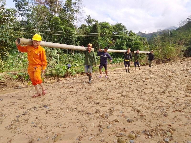 Điện lực Khe Sanh phục hồi đường điện cho bà con thôn Cát, thôn Trĩa Ảnh 10
