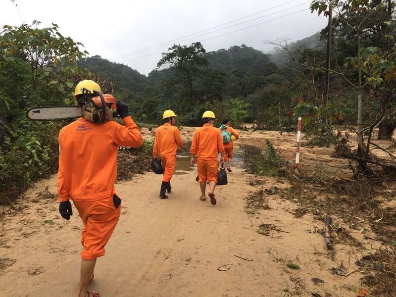 Điện lực Khe Sanh phục hồi đường điện cho bà con thôn Cát, thôn Trĩa Ảnh 5