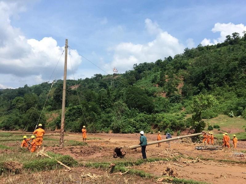 Điện lực Khe Sanh phục hồi đường điện cho bà con thôn Cát, thôn Trĩa Ảnh 15