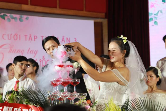 46 cặp đôi rạng rỡ hạnh phúc trong Lễ cưới tập thể 'Giấc mơ có thật' Ảnh 3