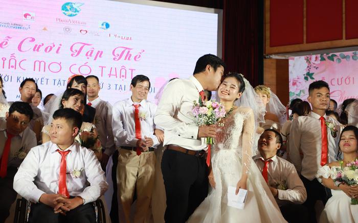 46 cặp đôi rạng rỡ hạnh phúc trong Lễ cưới tập thể 'Giấc mơ có thật' Ảnh 1