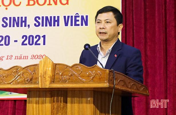 Quỹ Khuyến học, khuyến tài Nguyễn Du trao gần 1 tỷ đồng cho giáo viên, học sinh Hà Tĩnh Ảnh 4