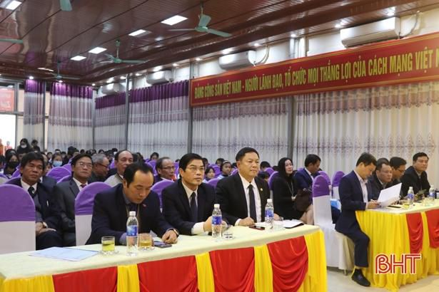 Quỹ Khuyến học, khuyến tài Nguyễn Du trao gần 1 tỷ đồng cho giáo viên, học sinh Hà Tĩnh Ảnh 1