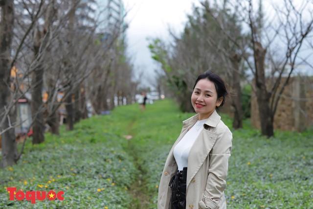 Giới trẻ hào hứng 'check-in' hàng cây rụng lá đẹp như tranh vẽ ở Đà Nẵng Ảnh 13
