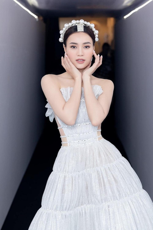 Ninh Dương Lan Ngọc tiếp tục bị soi mặc váy nhái từ năm 2017, từ đầu đến chân toàn đồ fake? Ảnh 1