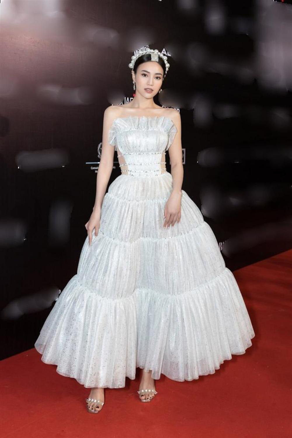 Ninh Dương Lan Ngọc tiếp tục bị soi mặc váy nhái từ năm 2017, từ đầu đến chân toàn đồ fake? Ảnh 2