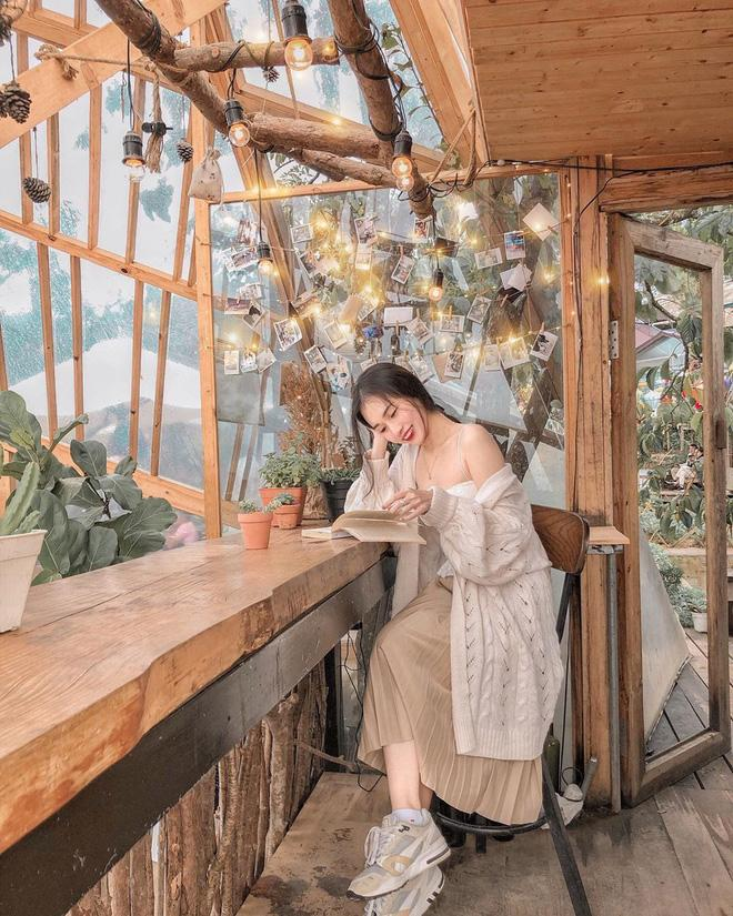 Choáng váng trước cảnh du khách chen kín lối tại tiệm cà phê hot nhất Đà Lạt, muốn đến đây phải nhớ… coi ngày! Ảnh 3