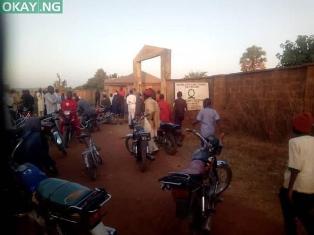 Các tay súng tấn công trường học ở Nigeria, bắt cóc một số sinh viên Ảnh 1
