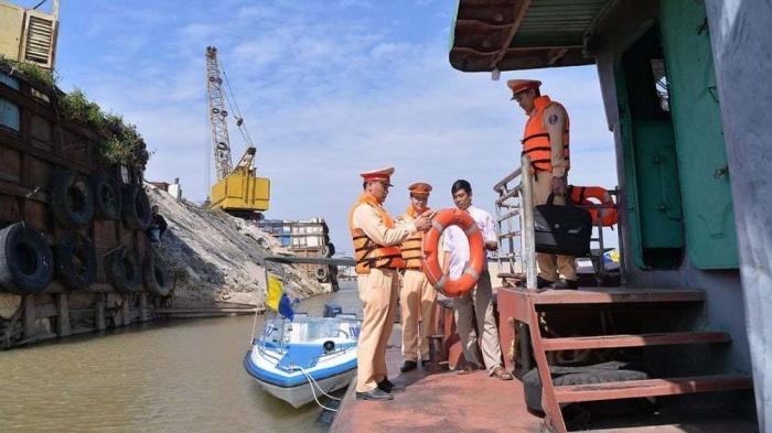 Hà Nội xử lý 3.444 trường hợp vi phạm đường thủy trên sông Hồng, sông Đuống Ảnh 1